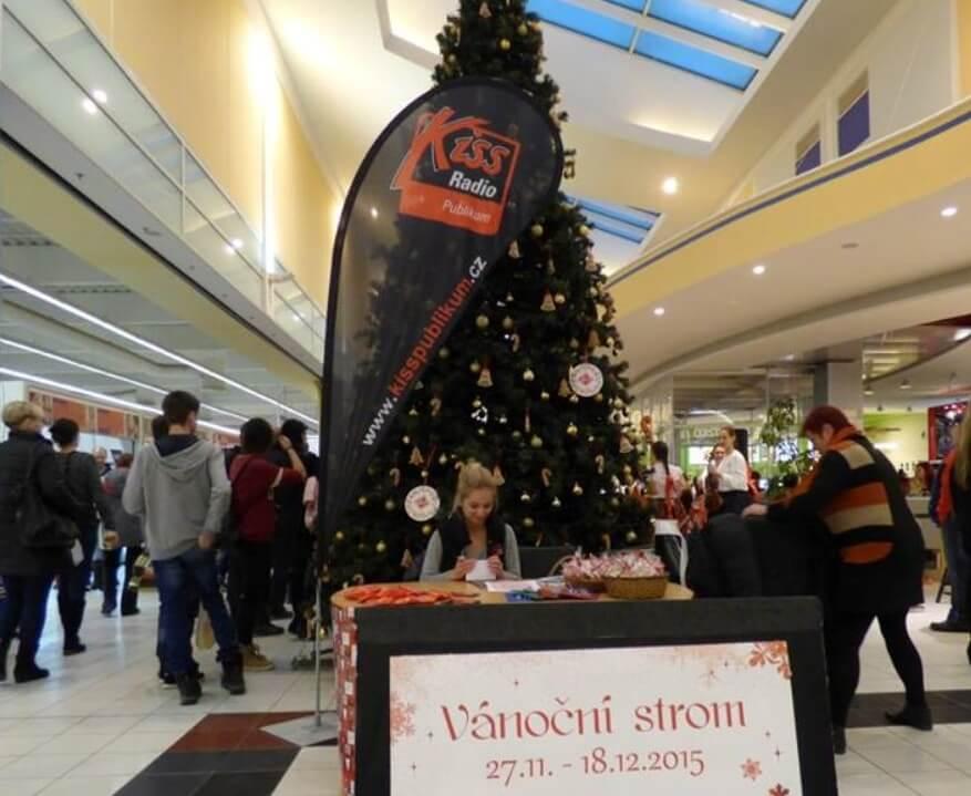 Vánoční strom s rádiem Kiss Publikum